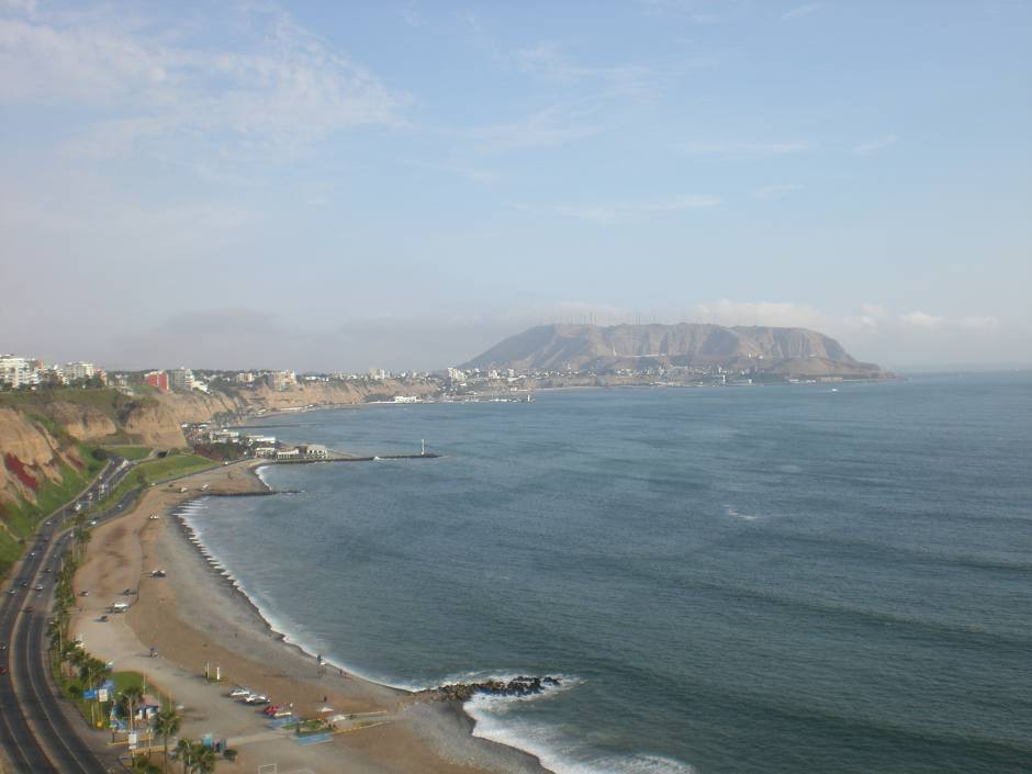 Things to do in Lima Peru: admire the sunset from Miraflores
