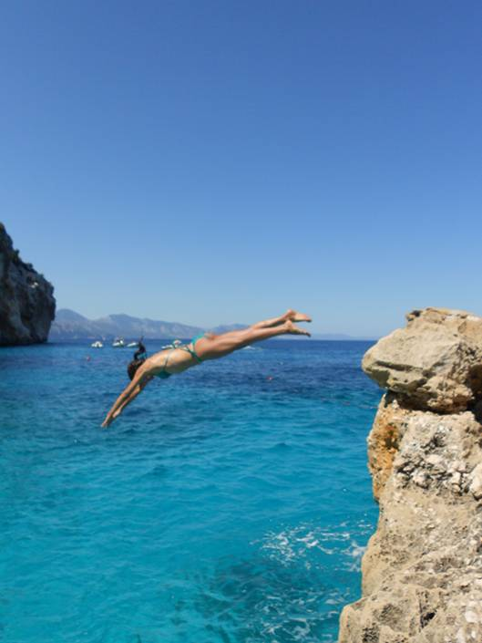 Jumping off the cliffs in Cala Mariolu