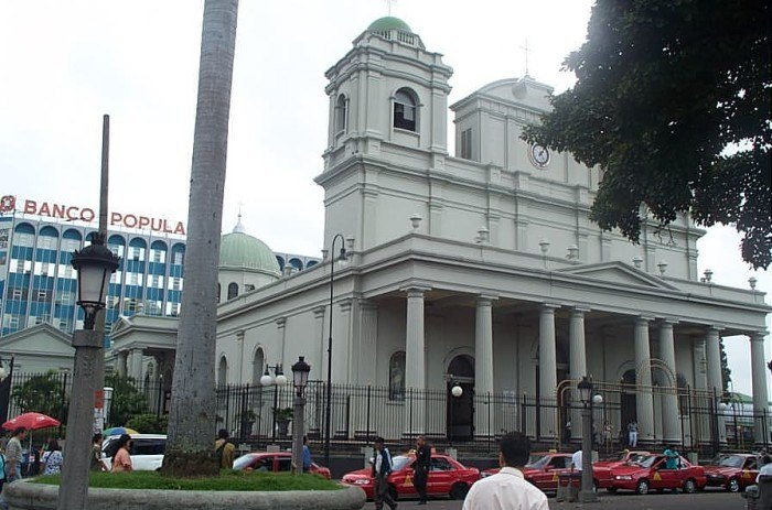 Right by Hostal Urbano, one of the most interesting churches in San José